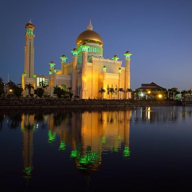 Sultan Omar Ali Saifuddien Moskee, Brunei
