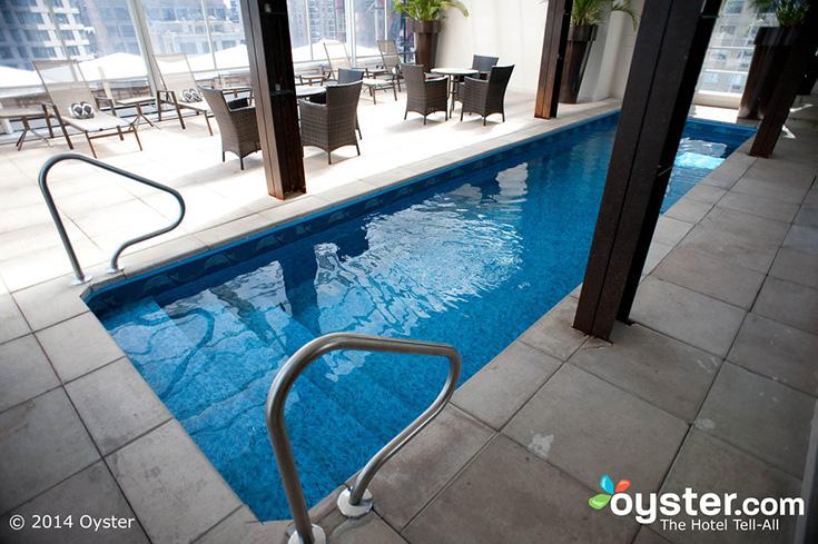 Het uitzicht is inderdaad fraai, maar het zwembad... nogal klein. Foto: Oyster.com.