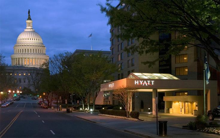 En nadat Hyatt Regency Washington meerdere klachten kreeg over de echtheid foto's op hun website...