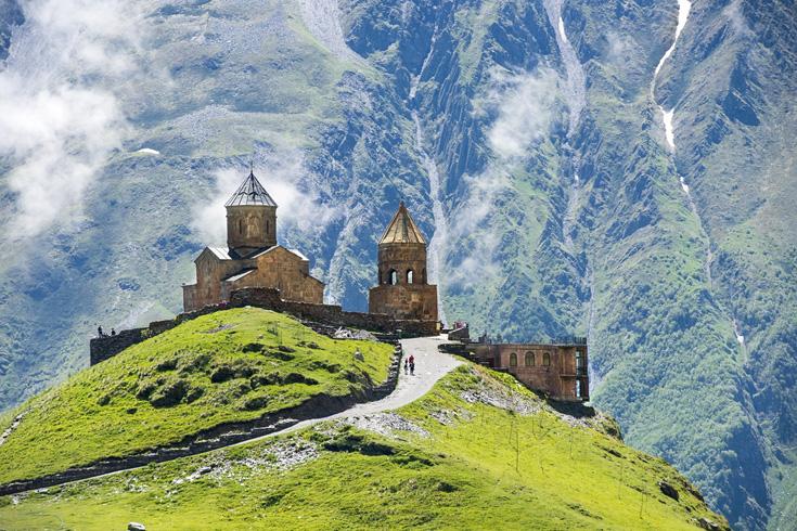 Drievuldigheidskerk van Gergeti ligt op een hoogte van 2170 meter, nabij Kasbegi Nationaal Park