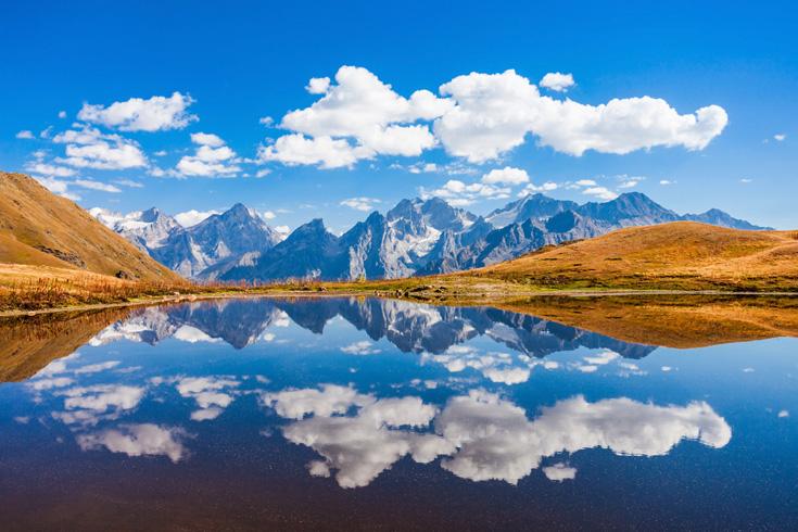 Niet ver van Sjchara liggen de fotogenieke Koruldi-meren.