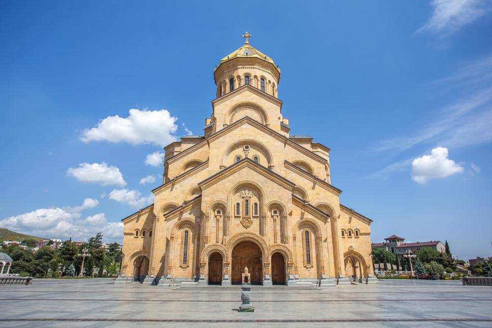 De imposante Sameba-kathedraal is de op-drie-na hoogste Orthodoxe kathedraal ter wereld
