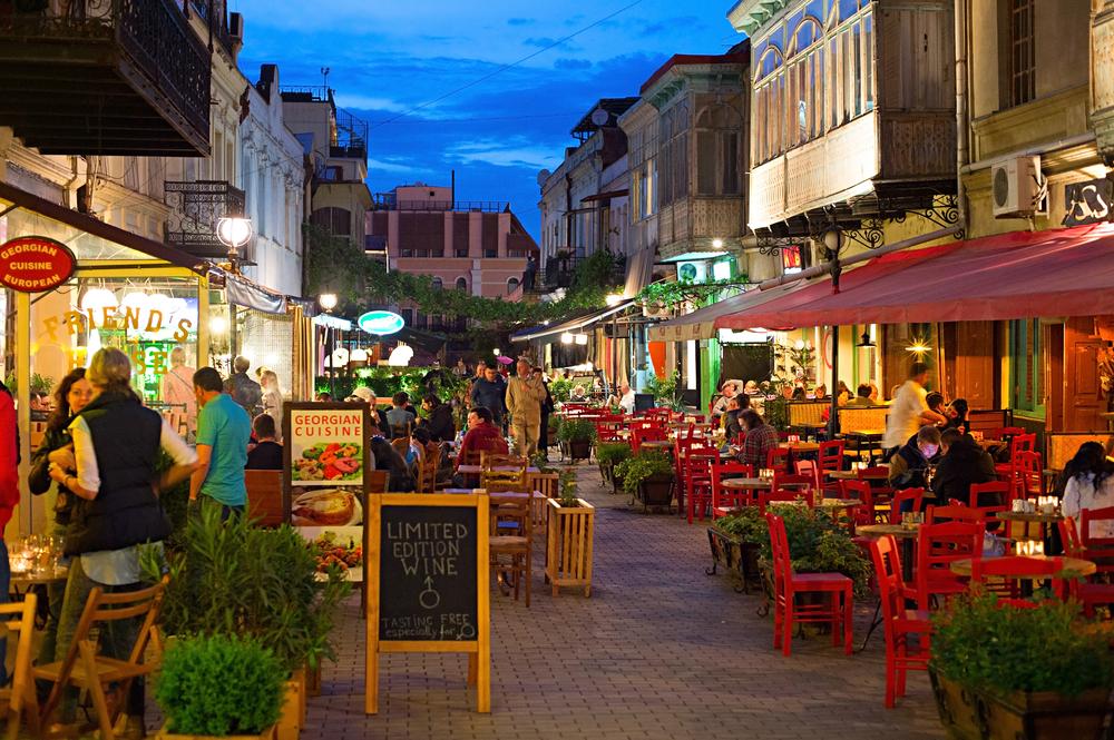 Overal in het stadscentrum van Tbilisi kun je de lokale culinaire specialiteiten proberen