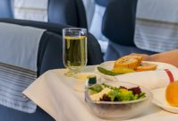 Bij welke airlines krijg je nog eten aan boord?